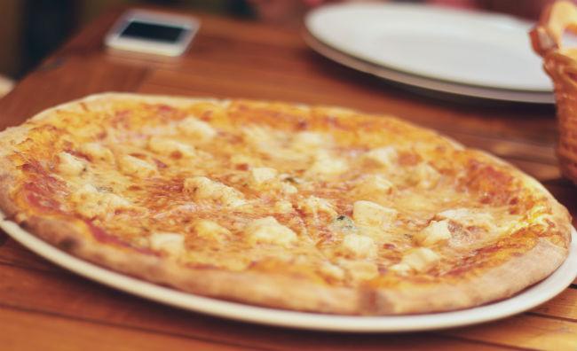 ¿Pizza con piña o sin piña?