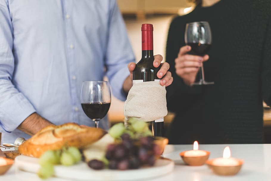 wine-couple-romantic-food-drink-candles